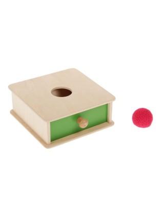 Коробочка с вязаным мячиком монтессори