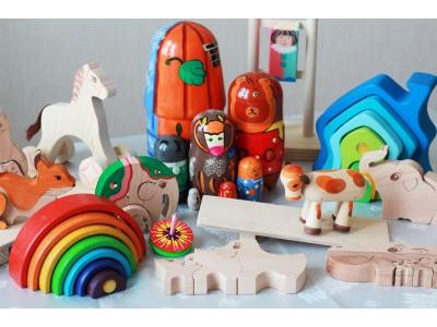 <Поговорим о пользе деревянных игрушек