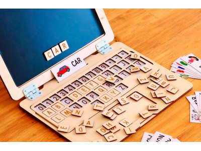 <Как выучить буквы и алфавит с ребенком? Поможет &quot;Деревянный ноутбук&quot;